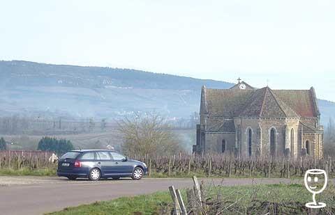 blog P1280109 auto a kostel v Cheilly